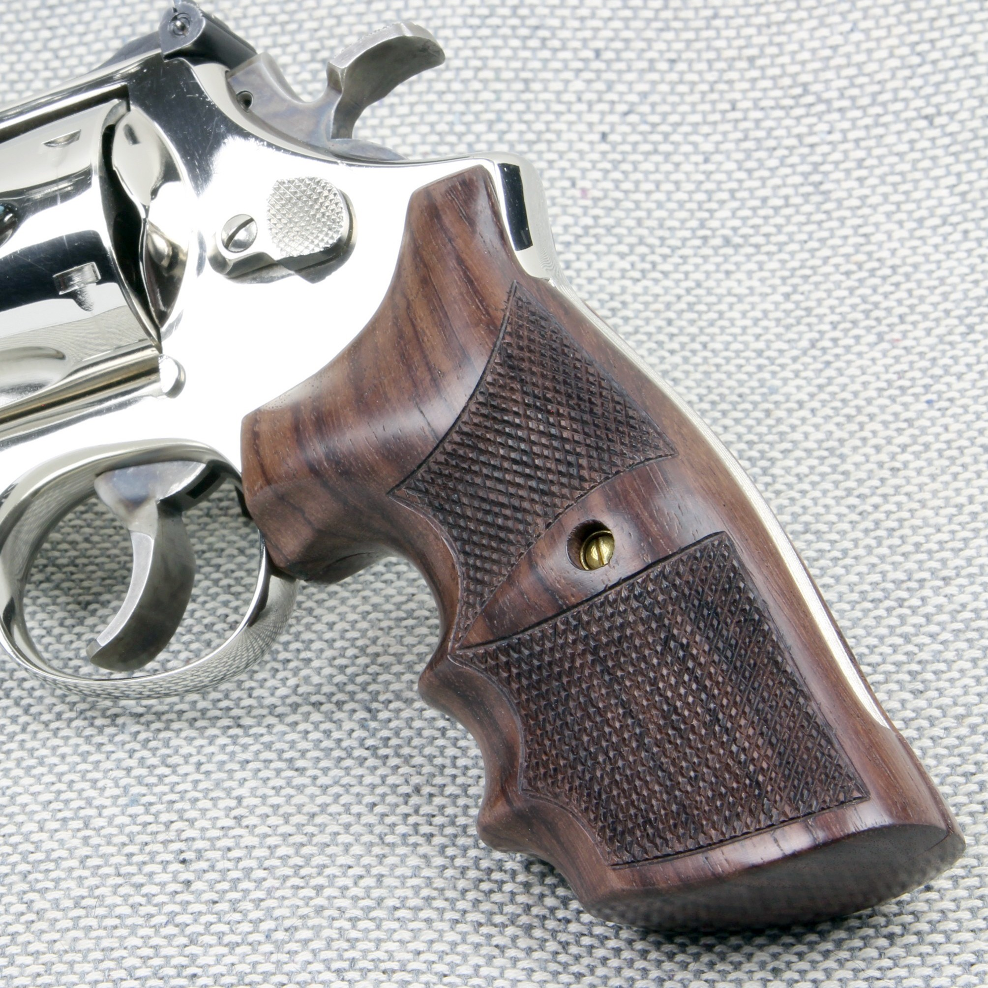 Combat - K/L Frame Square Butt Checkered Rosewood Grips