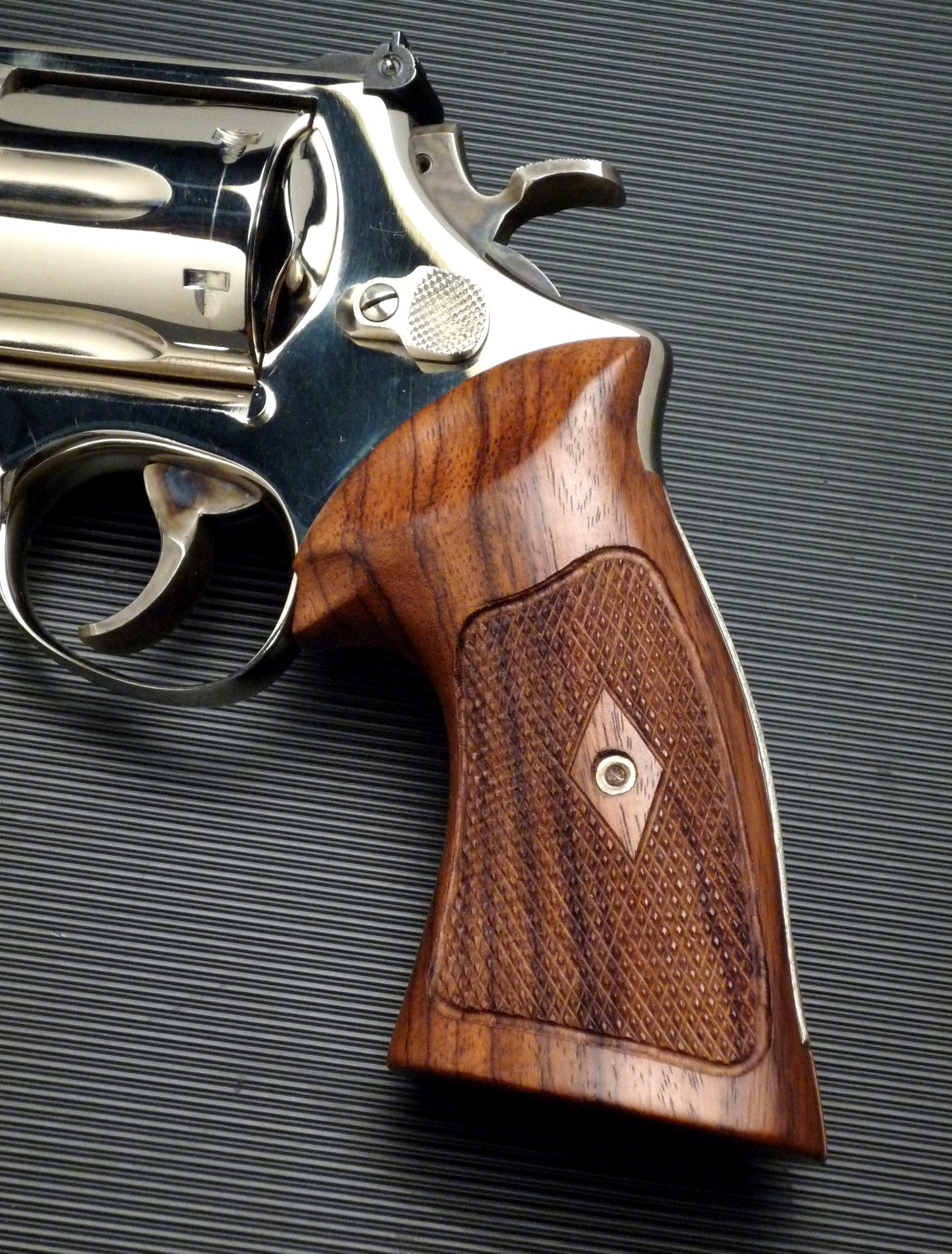 S&W K/L Frame Square Butt Heritage Rosewood Checkered Revolver Grips