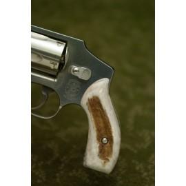 S&W J Frame Round Butt - AMERICAN ELK Revolver Grips